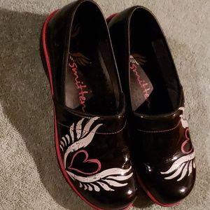 Smitten scrub shoes